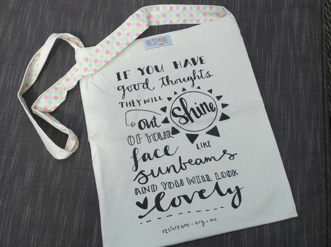 If you have good thoughts they will shine out of your face like sunbeams - Tote bag 1 strap