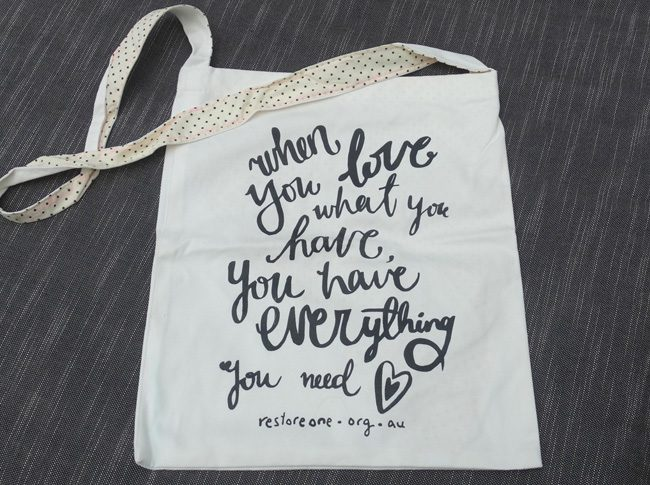When you love what you have, you have everything you need - Tote bag with 1 strap